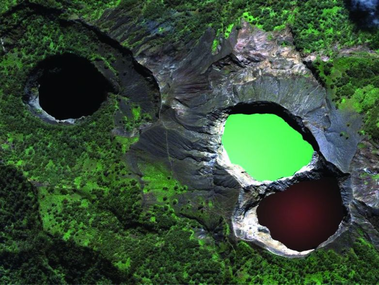 Lakes in Kelimutu change color again